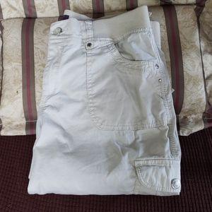 Gloria Vanderbilt cargo Capri pants sz 8